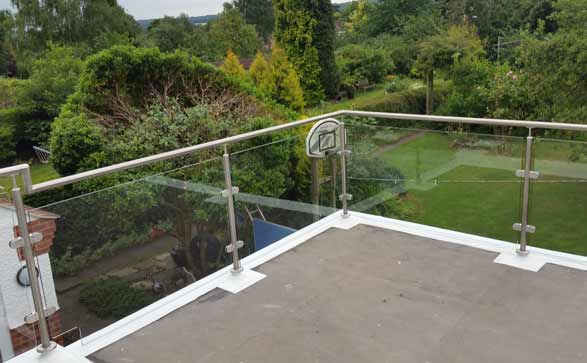 Melton-Glass-balustrades-for-staircases,-garden-verandas-and-patio-areas